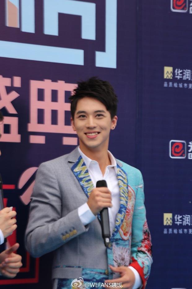 Dàn sao hot nhất Hoa - Hàn hội ngộ tại thảm xanh Chinese Top Music Awards - Ảnh 2.
