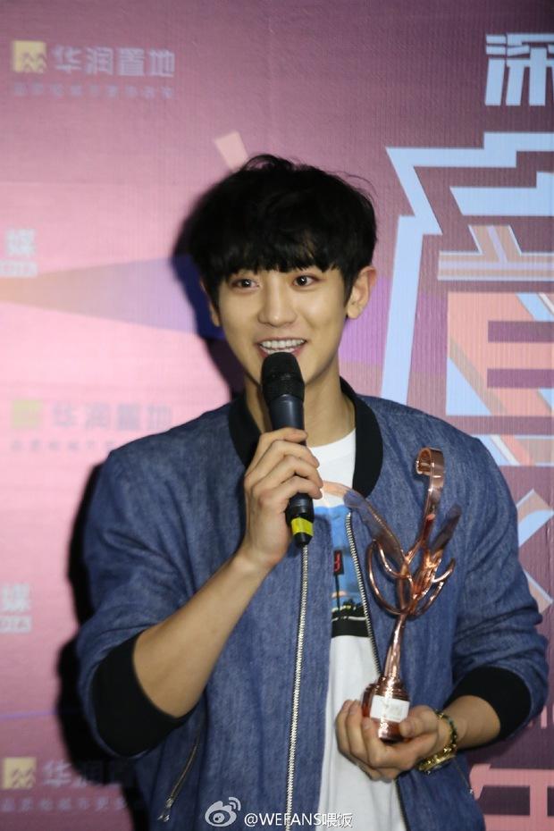 Dàn sao hot nhất Hoa - Hàn hội ngộ tại thảm xanh Chinese Top Music Awards - Ảnh 27.