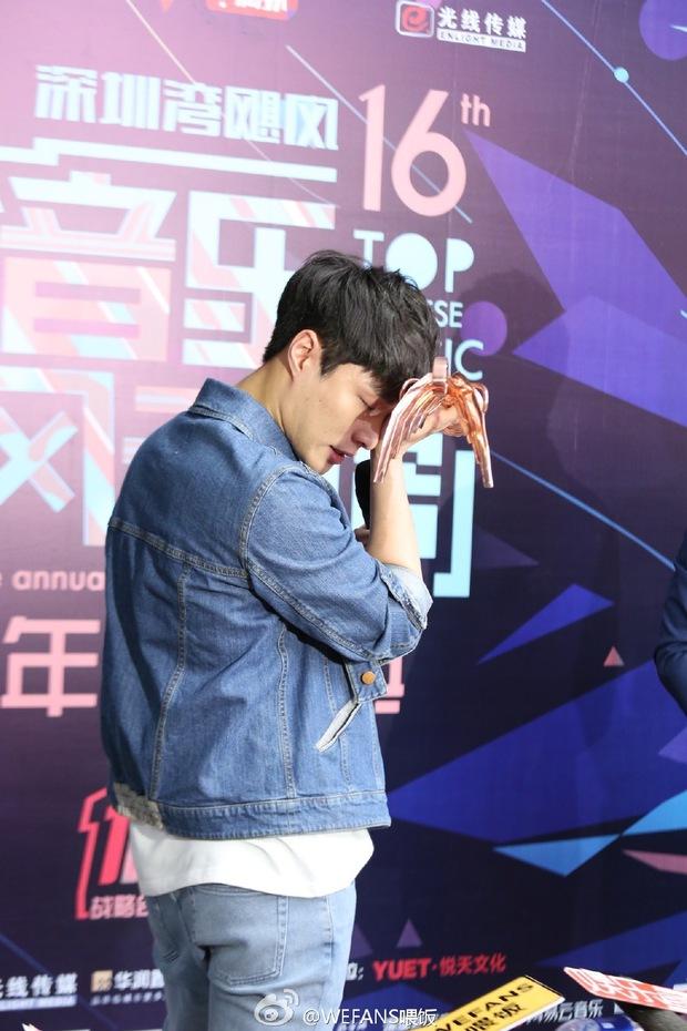 Dàn sao hot nhất Hoa - Hàn hội ngộ tại thảm xanh Chinese Top Music Awards - Ảnh 30.