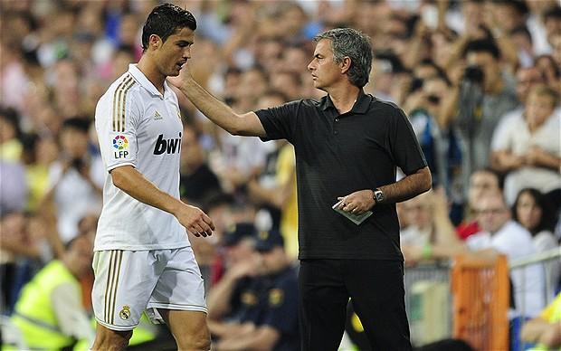HLV Mourinho chọn Messi xuất sắc hơn Ronaldo - Ảnh 2.