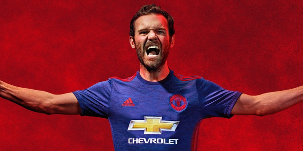 Mẫu áo đấu sân nhà mùa 2016/17 của Man Utd bị lộ trước ngày ra mắt - Ảnh 5.