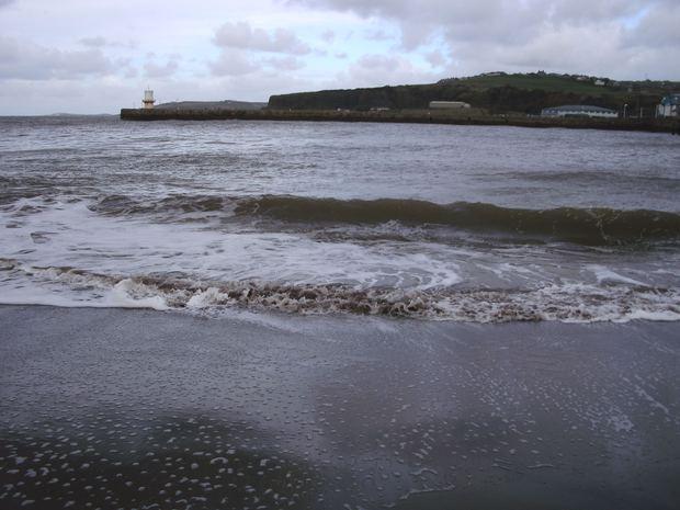Vì sao có bãi biển nước trong vắt đẹp rực rỡ, biển khác lại đục ngầu? - Ảnh 4.
