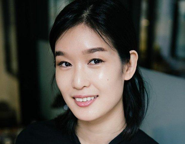 Xem beauty blogger Hàn Quốc hướng dẫn cách bôi kem và massage mặt để trẻ đẹp dài lâu - Ảnh 2.