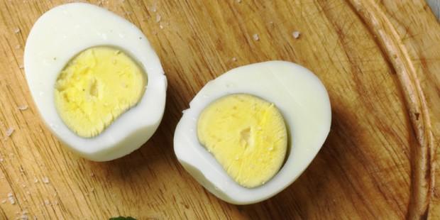 Khi trứng luộc xuất hiện viền màu xanh thì có nghĩa là gì? - Ảnh 2.