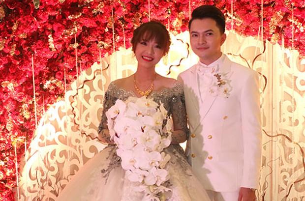 Đám cưới trên trời rơi xuống của những sao Việt này đều khiến fan ngã ngửa vì bất ngờ - Ảnh 2.