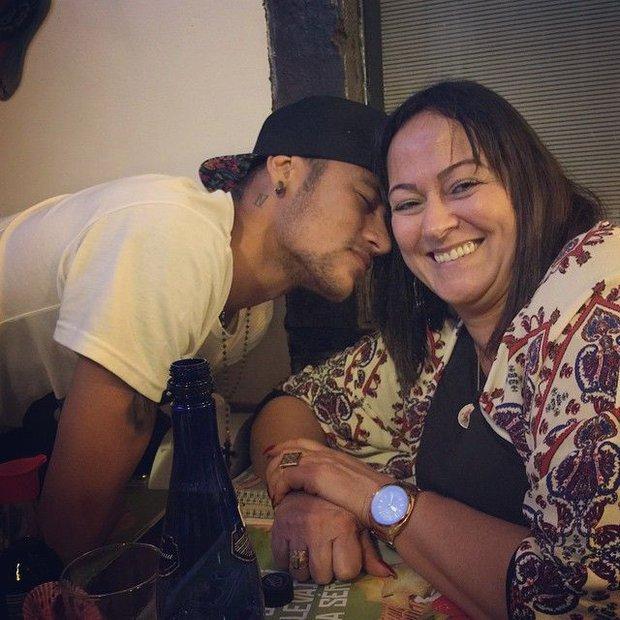 Những hình ảnh chứng tỏ Neymar yêu mẹ vô bờ bến - Ảnh 2.