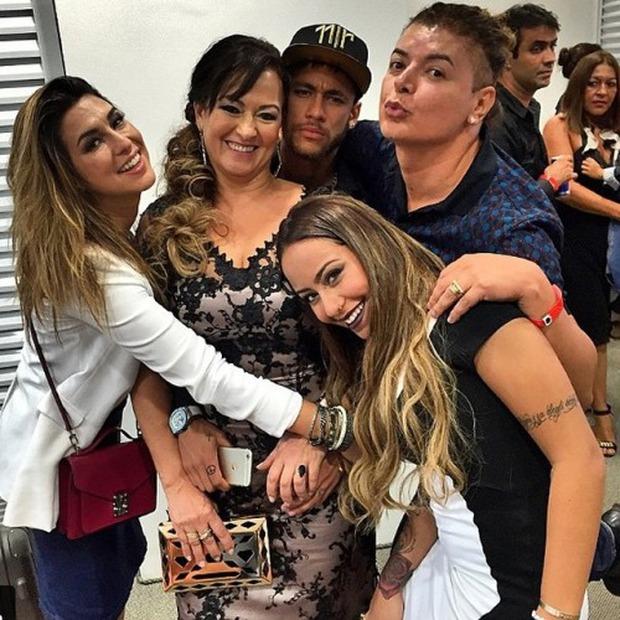 Những hình ảnh chứng tỏ Neymar yêu mẹ vô bờ bến - Ảnh 11.