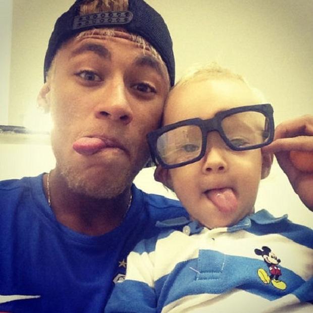 """Những khoảnh khắc hài hước """"khó đỡ"""" của Neymar và con trai cưng - Ảnh 3."""