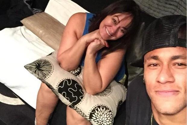 Những hình ảnh chứng tỏ Neymar yêu mẹ vô bờ bến - Ảnh 4.