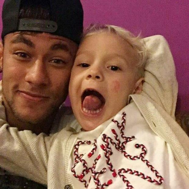 """Những khoảnh khắc hài hước """"khó đỡ"""" của Neymar và con trai cưng - Ảnh 6."""