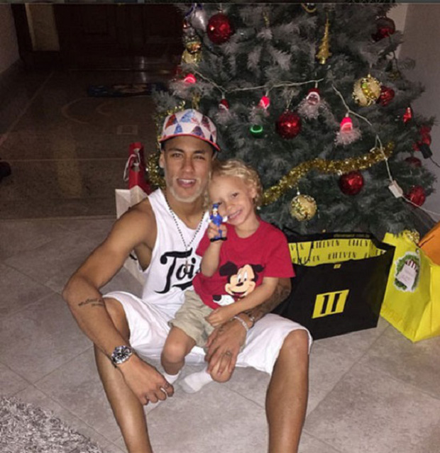 """Những khoảnh khắc hài hước """"khó đỡ"""" của Neymar và con trai cưng - Ảnh 7."""
