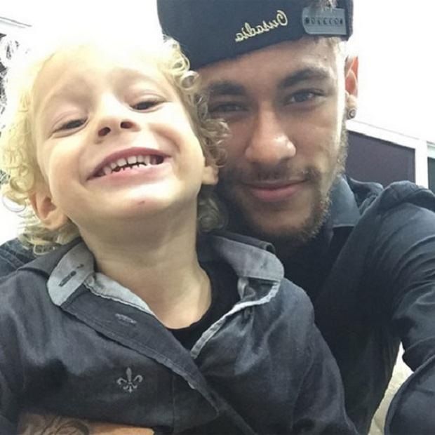 """Những khoảnh khắc hài hước """"khó đỡ"""" của Neymar và con trai cưng - Ảnh 9."""
