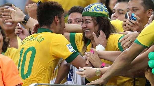 Những hình ảnh chứng tỏ Neymar yêu mẹ vô bờ bến - Ảnh 7.