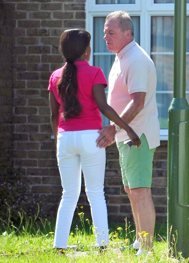 Bố Terry sống như vợ chồng với bạn gái chỉ đáng tuổi con - Ảnh 1.