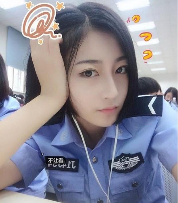 Gương mặt xinh đẹp không tì vết của nữ sinh cảnh sát gây bão dân mạng - Ảnh 2.