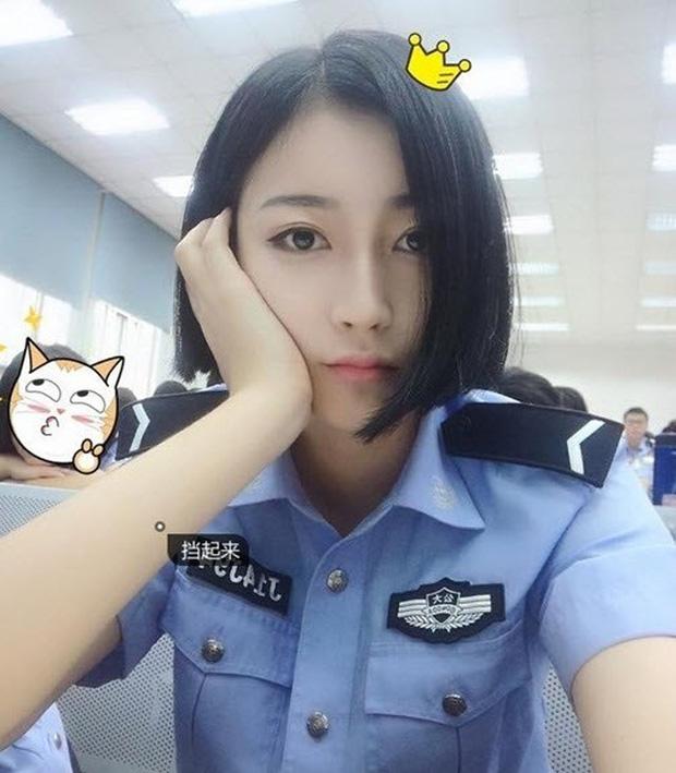 Gương mặt xinh đẹp không tì vết của nữ sinh cảnh sát gây bão dân mạng - Ảnh 3.