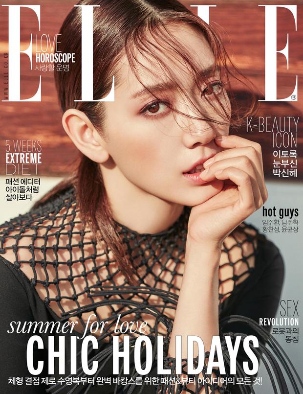 Park Shin Hye đẹp ma mị với suối tóc dài không tưởng, Shin Min Ah sành điệu trên tạp chí - Ảnh 1.