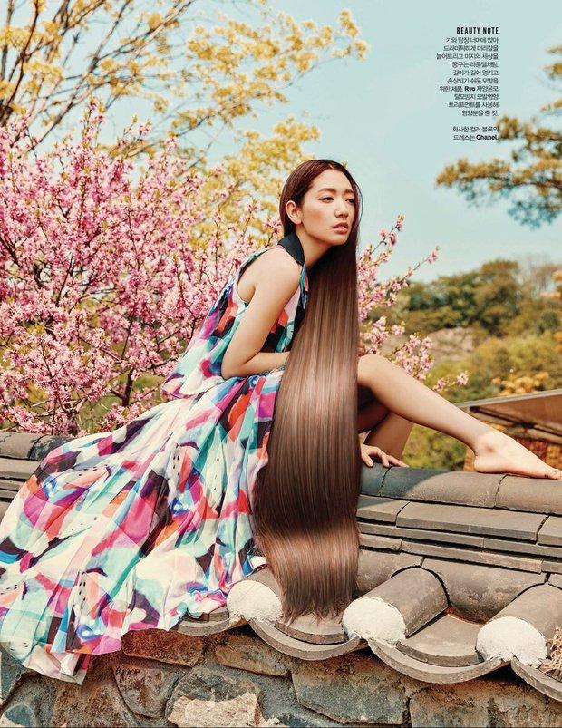 Park Shin Hye đẹp ma mị với suối tóc dài không tưởng, Shin Min Ah sành điệu trên tạp chí - Ảnh 11.