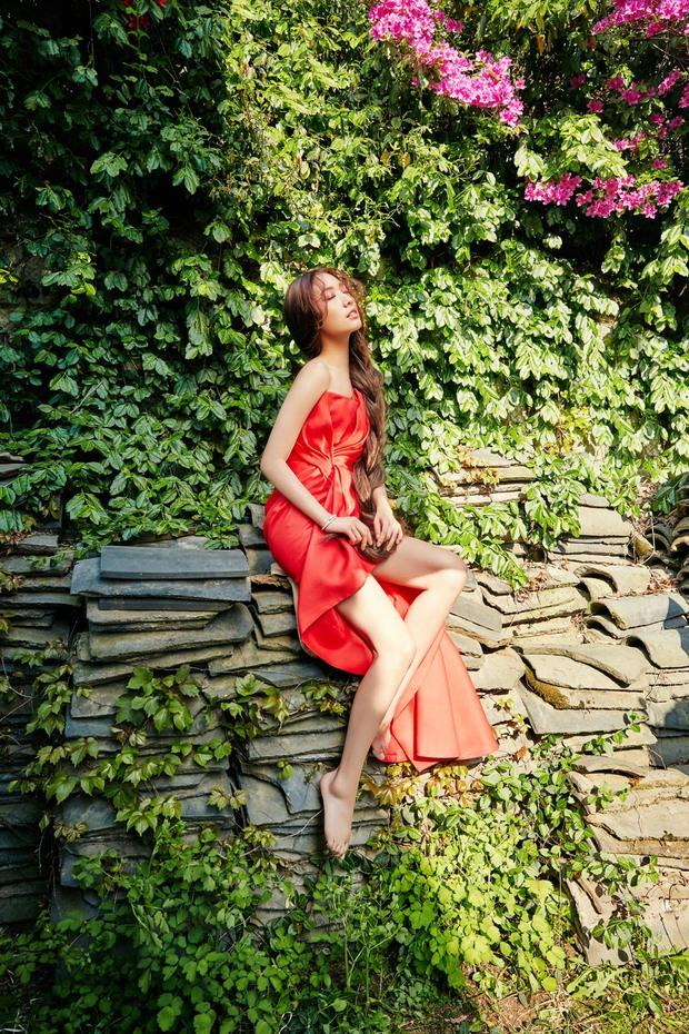 Park Shin Hye đẹp ma mị với suối tóc dài không tưởng, Shin Min Ah sành điệu trên tạp chí - Ảnh 10.