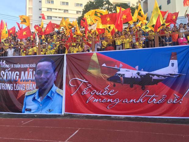 V.League tưởng nhớ phi công Trần Quang Khải - Ảnh 1.