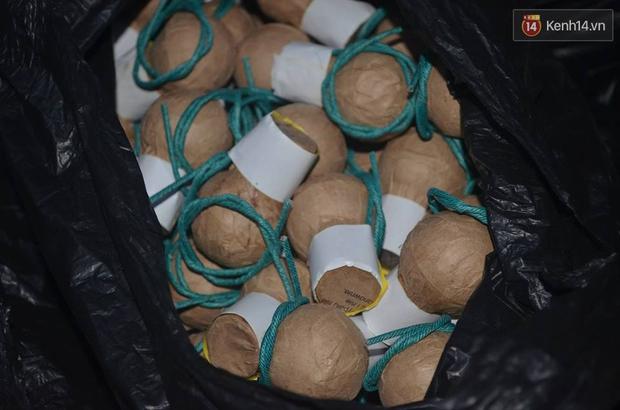 Hà Nội: Bắt giữ 750 quả pháo nổ trong bao tải dùng để bán vào dịp Tết - Ảnh 2.