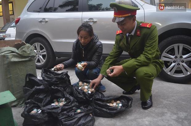 Hà Nội: Bắt giữ 750 quả pháo nổ trong bao tải dùng để bán vào dịp Tết - Ảnh 1.