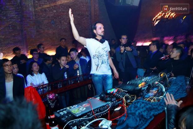 Khán giả Hà Nội hoài niệm trong đêm nhạc Deep House bay bổng cùng DJ Ahmet Kilic - Ảnh 10.