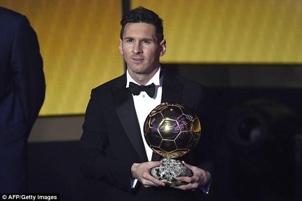 MC xinh đẹp của gala Ballon dOr kể chuyện Ronaldo tận tâm giúp đỡ Neymar - Ảnh 5.