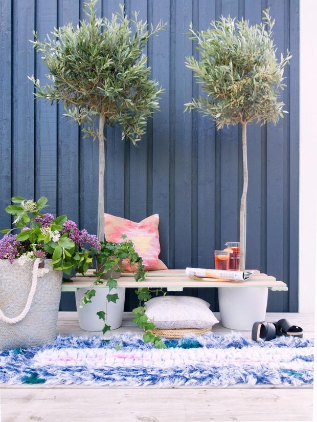 Làm ghế gỗ ăn theo ý tưởng vườn hoa từ bãi rác - Ảnh 9.