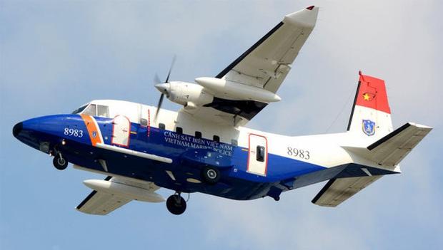 Đã đưa thi thể phi công Trần Quang Khải vào bờ - Ảnh 1.