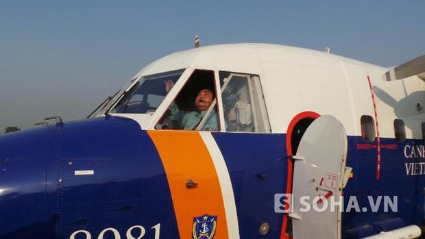 Đã đưa thi thể phi công Trần Quang Khải vào bờ - Ảnh 2.