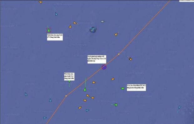 Đã đưa thi thể phi công Trần Quang Khải vào bờ - Ảnh 8.