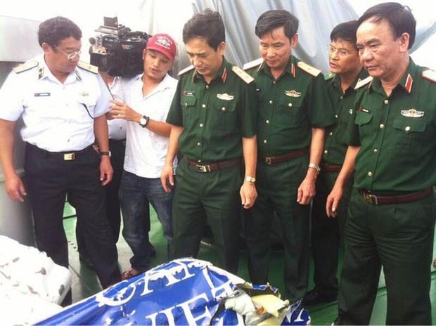 Đã đưa thi thể phi công Trần Quang Khải vào bờ - Ảnh 9.