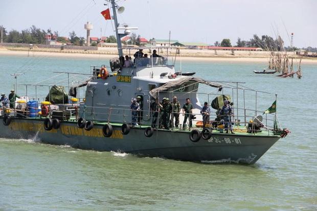 Đã đưa thi thể phi công Trần Quang Khải vào bờ - Ảnh 11.
