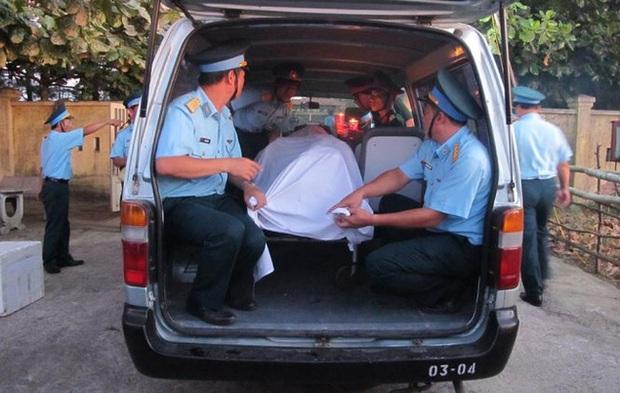 Đã đưa thi thể phi công Trần Quang Khải vào bờ - Ảnh 14.