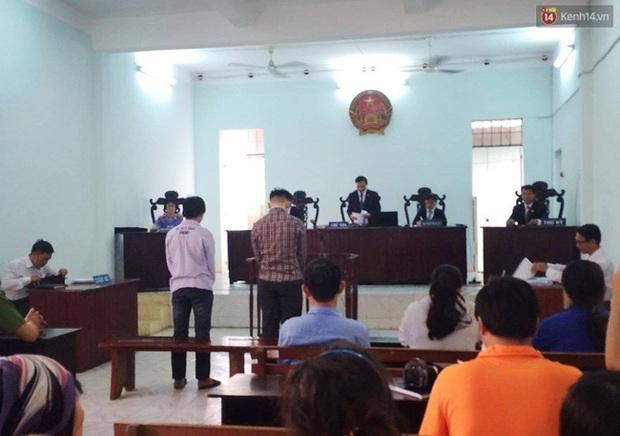 Tòa tuyên phạt hai thanh niên cướp bánh mì 8 - 10 tháng tù - Ảnh 3.