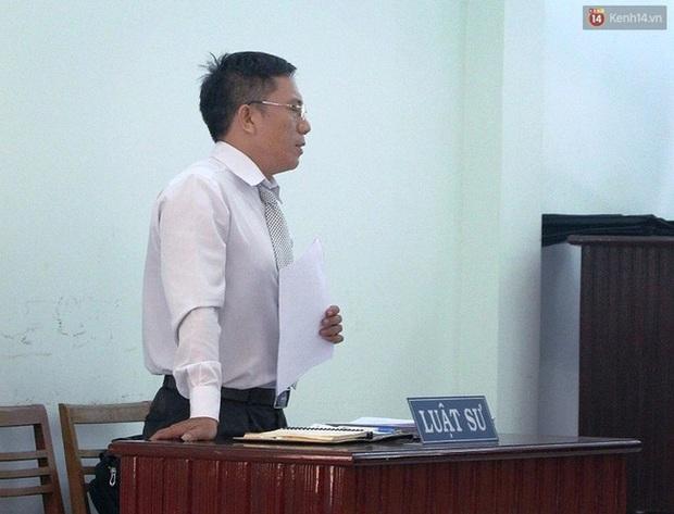 Tòa tuyên phạt hai thanh niên cướp bánh mì 8 - 10 tháng tù - Ảnh 7.
