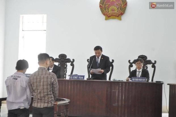 Tòa tuyên phạt hai thanh niên cướp bánh mì 8 - 10 tháng tù - Ảnh 12.