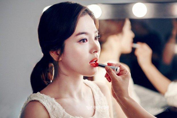 Song Hye Kyo, Lee Hyori và hai người đẹp đình đám: Ai sở hữu chiếc mũi hoàn hảo nhất xứ Hàn? - Ảnh 2.