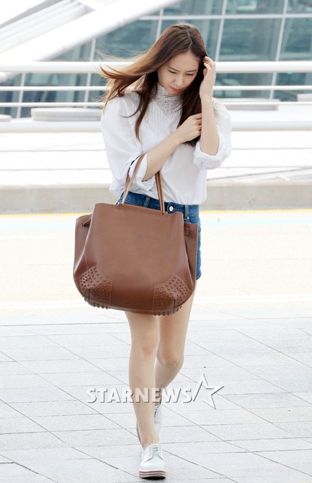Tranh cãi xung quanh sự khác biệt giữa thái độ tại sân bay của Suzy và Krystal - Ảnh 1.