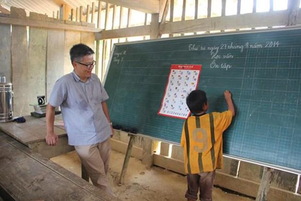 2 năm trước GS Ngô Bảo Châu dạy học trên nền đất, 2 năm sau nơi ấy đã là lớp học khang trang - Ảnh 1.