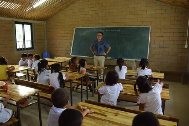 2 năm trước GS Ngô Bảo Châu dạy học trên nền đất, 2 năm sau nơi ấy đã là lớp học khang trang - Ảnh 3.