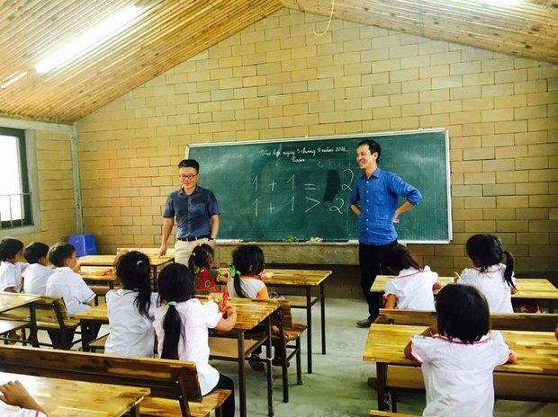 2 năm trước GS Ngô Bảo Châu dạy học trên nền đất, 2 năm sau nơi ấy đã là lớp học khang trang - Ảnh 4.