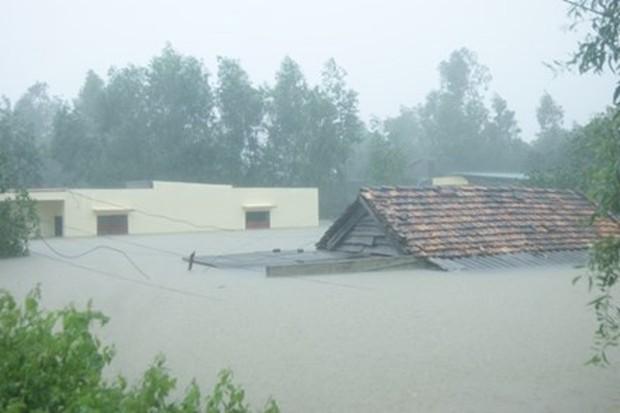 Quảng Bình: 8 người chết và mất tích, gần 27.000 hộ dân bị ngập do mưa lũ - Ảnh 2.