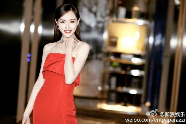 Đường Yên lần đầu xuất hiện bên bạn trai, Dương Mịch đẹp lộng lẫy vượt xa Triệu Vy trên thảm đỏ - Ảnh 1.