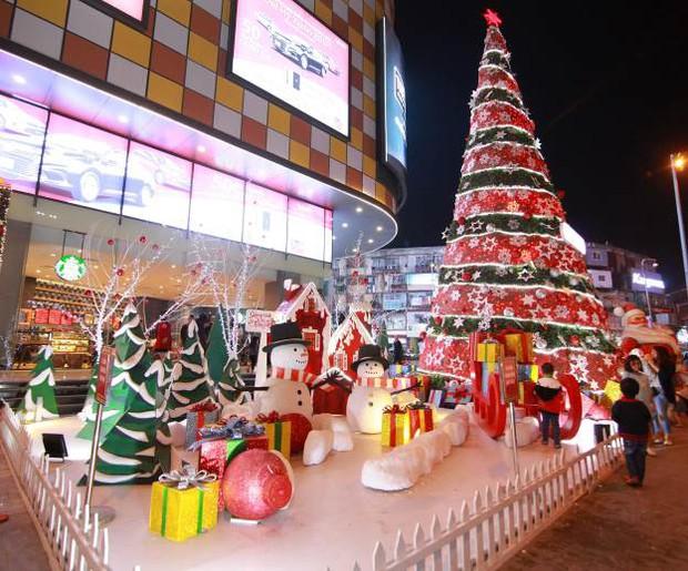 """Mùa Giáng sinh 2016: Những địa điểm """"sống ảo"""" và """"vợt quà"""" không thể bỏ qua - Ảnh 1."""