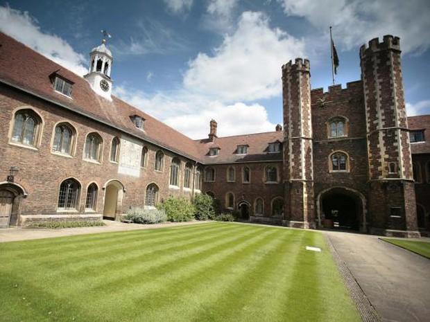 7 tấm bằng đắt đỏ nhất thế giới, trong đó có Đại học Cambridge - Ảnh 7.