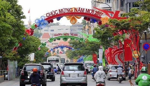 Sài Gòn đã thay đổi cách trang trí đường phố dịp Tết như thế nào trong 5 năm qua? - Ảnh 18.