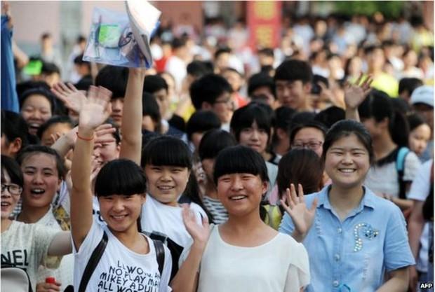 Trung Quốc: Cấm học sinh xé sách, la hét trước kì thi đại học - Ảnh 4.