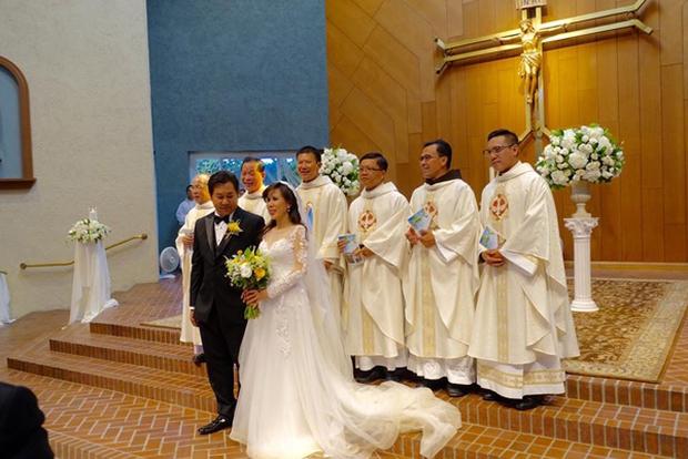 Giọng ca hải ngoại Mai Thiên Vân kết hôn với bạn trai quen 10 năm - Ảnh 10.